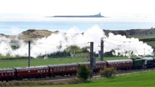 Fans of Flying Scotsman urged to keep off tracks