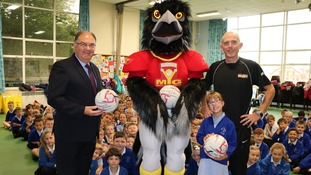 First mascot for Isle of Man Youth Games visits young designer