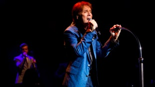 Police apologise for way they handled Cliff Richard case