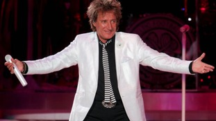 Consummate entertainer, Rod Stewart.