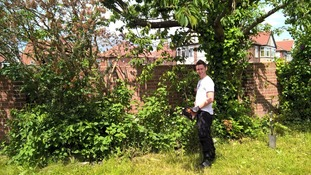 PC uses day off to help victim of 'rogue traders' by doing her gardening