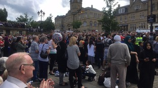 Applause from the crowds