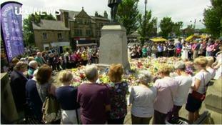 Hundreds attend multi-faith gathering at Birstall market for Jo Cox
