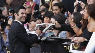 Wes Bentley signs autographs