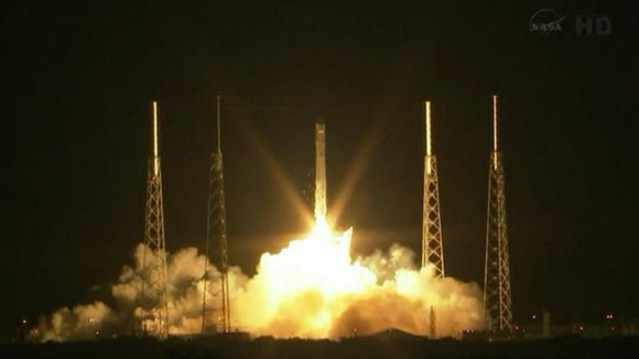 SpaceX&#x27;s Dragon capsule lifts off fromCape Canaveral in Florida.