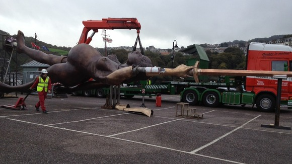 Damien Hirst&#x27;s statue of Verity arrives at Ilfracombe
