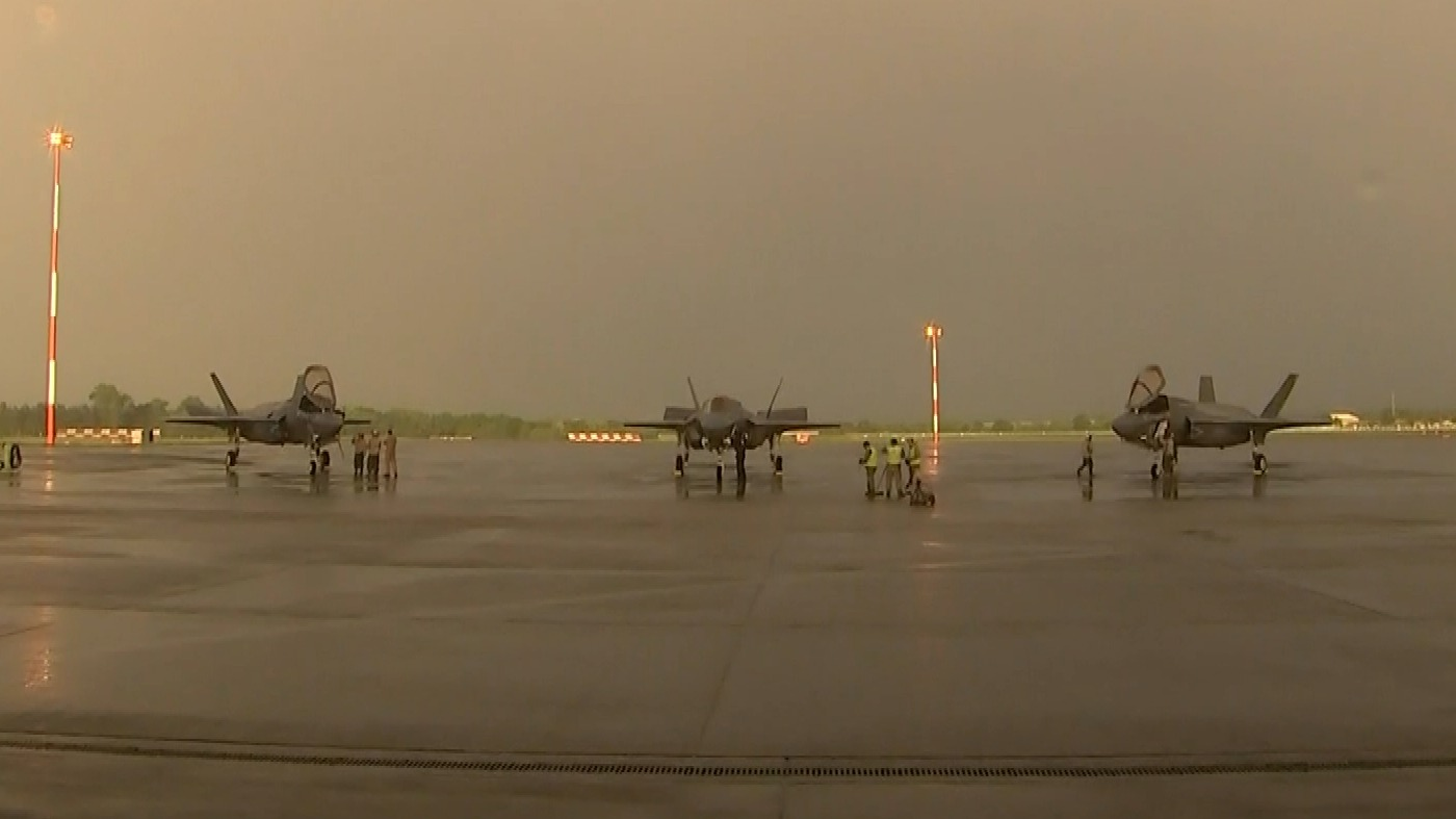 Entire F35 stealth fighter jet fleet grounded by military