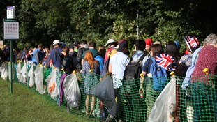 Wimbledon fans queue.