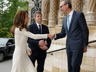 The Duchess of Cambridge is greeted by the Director of the Natural History Museum Sir Michael Dixon, (left), and Art Fund director Stephen Deuchar.