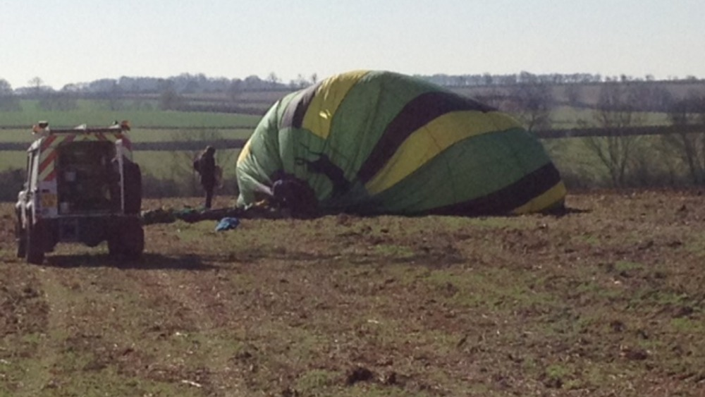 hot air balloon freed from power lines itv news. Black Bedroom Furniture Sets. Home Design Ideas