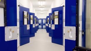 Man writes Trip Advisor review for custody cell