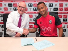 Ryan Bertrand signs new Southampton FC deal