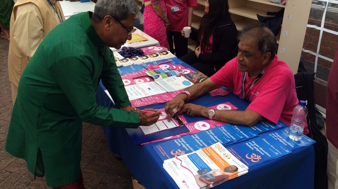 People signing up to become organ donors.