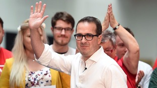 Owen Smith may emerge as sole Jeremy Corbyn challenger today