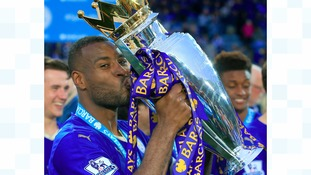 Wes Morgan signs new Leicester City deal