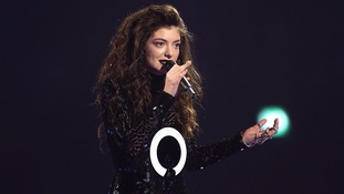 Lorde ignored as Uber driver raves about 'celebrity' passenger in car before her
