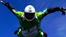 Skydiver jumps from 25,000 feet without a parachute