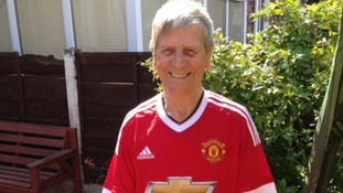 Man Utd superfan sells home Australia to watch the Reds