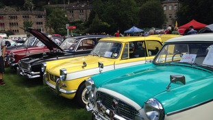 Crowds flock to vintage car weekend