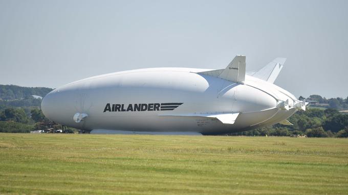 Největší vzducholoď na světě se během druhého testovacího letu zřítila