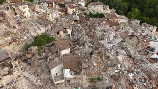 Italy earthquake: Huge aftershock disrupts rescue efforts