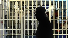 Drop in frontline prison officers amid rising violence