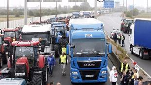 Protesters block the motorway.