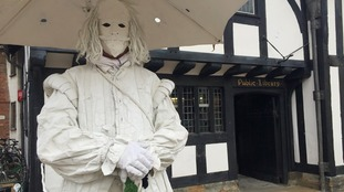 Shakespeare's ghost chases robbers who target  Stratford jewellers