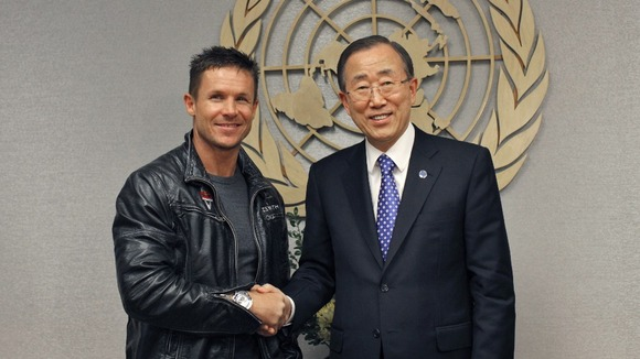 Baumgartner shakes hands with UN Secretary-General Ban Ki-Moon