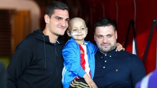 Everton pledge £200,000 for boy's cancer treatment in US