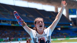 Hollie Arnold breaks javlin world record twice to win gold