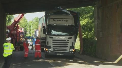 P-Lorry_stuck_Hants