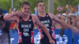 Exhausted Jonny Brownlee helped over finish line by brother Alistair in dramatic close to World Triathlon Series