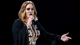 Adele dedicates show to Brangelina after shock split