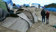 Hollande calls on UK to help deal with Calais migrant crisis
