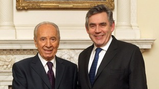 Gordon Brown with Shimon Peres at Downing Street in 2008.