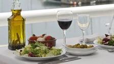Eating Mediterranean diet 'reduces heart attack risk'