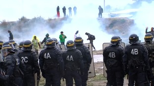 Police clash with protesters backing Calais migrants