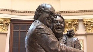 Thieves target Eric Morecambe's widow during statue unveiling
