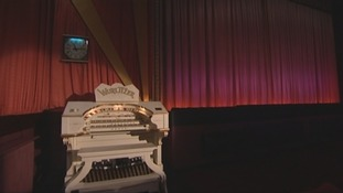 An iconic Wurlitzer pipe organ.