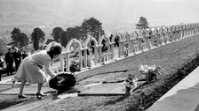 Queen hails 'indomitable spirit' of the people of Aberfan
