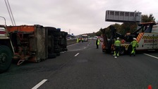 The lorry overturned on the M27 between Portsmouth and Fareham