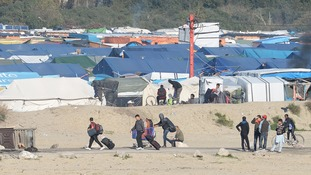 Hundreds more migrants leave Calais camp as demolition of 'Jungle' continues