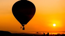 Mother dies on holiday after falling out of hot air balloon