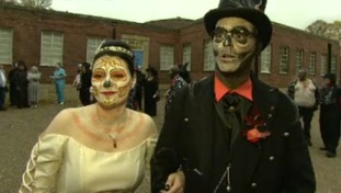 Couple tie the knot in Halloween wedding