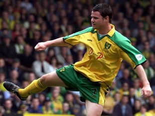 Phil Mulryne playing for Norwich City in 2002.