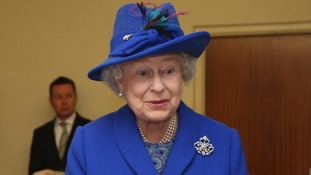 The Queen is to unveil a statue of herself with thoroughbred horses and open a horse racing heritage centre when she visits Newmarket.