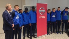 David Moyes and his players pose for a photo next to a Nissan sign