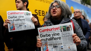 Protesters held a demonstration against the detention of executives and journalists