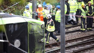 Residents describe moments after Croydon tram derailed.